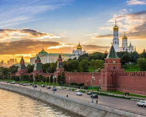 moscow-kremlin-sunset-jpg_header-93265